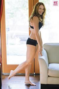 Amanda Righetti in lingerie