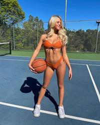Iza Leslie bikini basketball