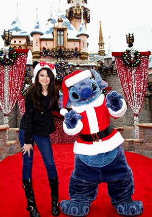 Selena Gomez - ABC Christmas Parade at Disneyland 11/7/09