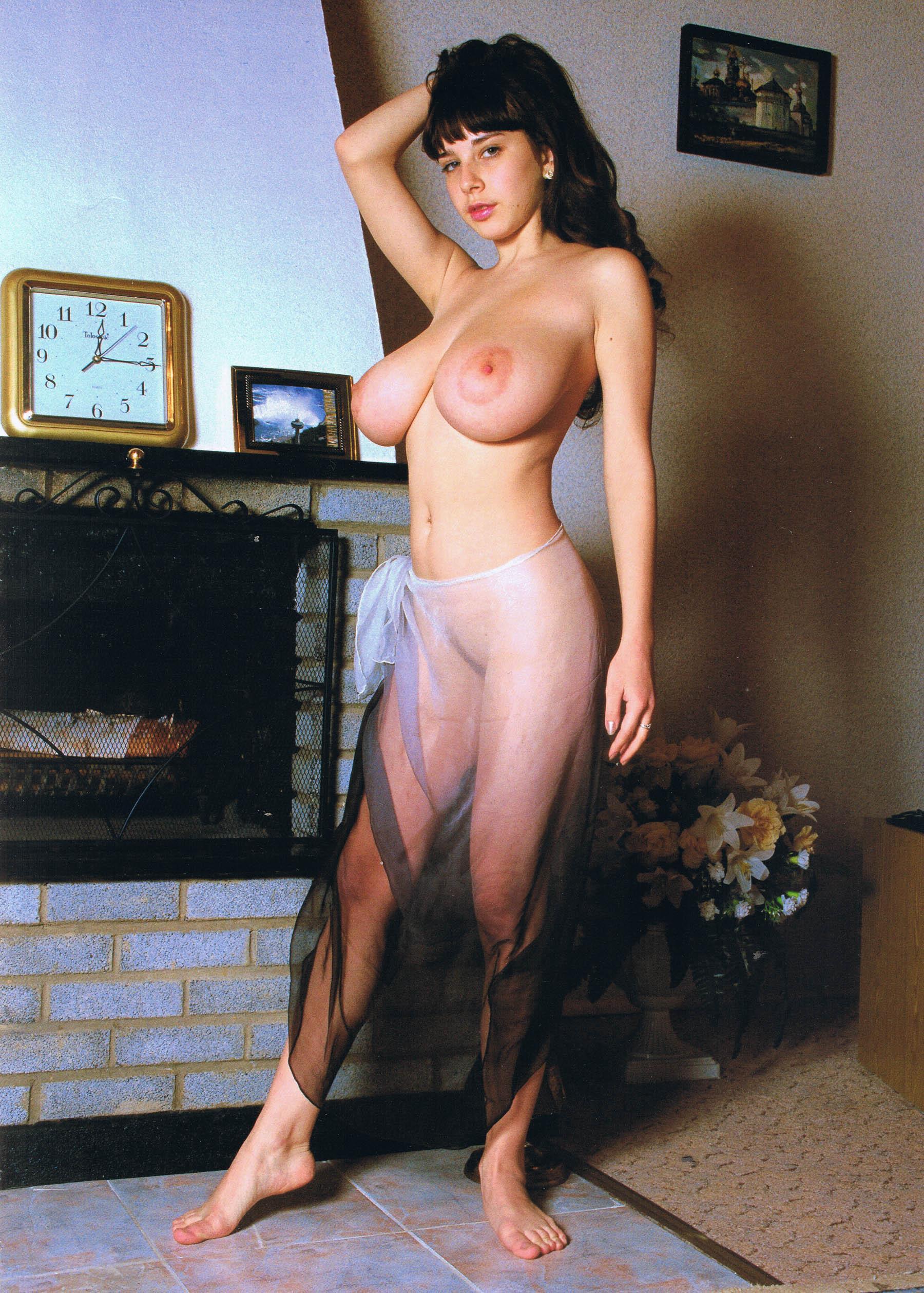 Yulia nova strip