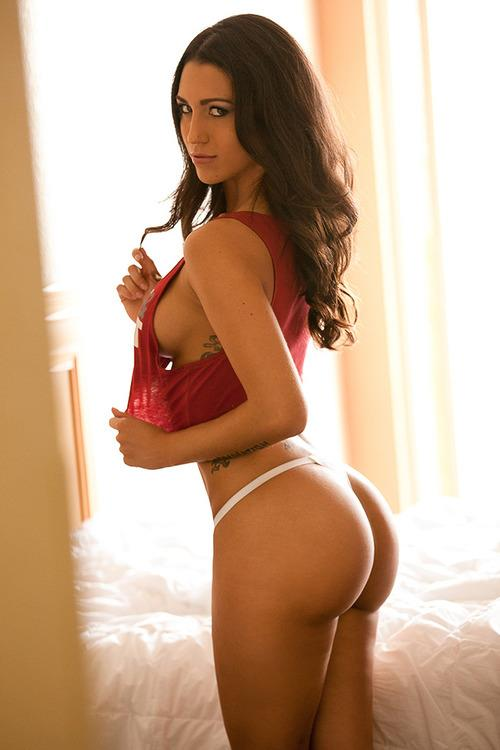 Laura Elisa in lingerie - ass