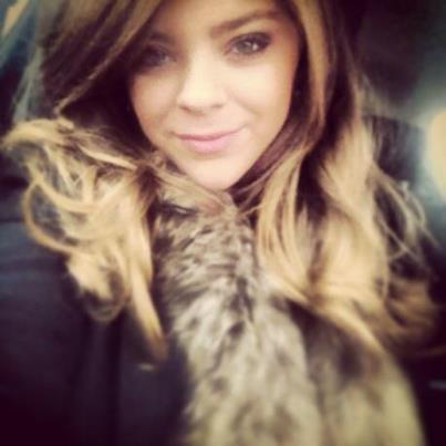 Caroline Costa taking a selfie
