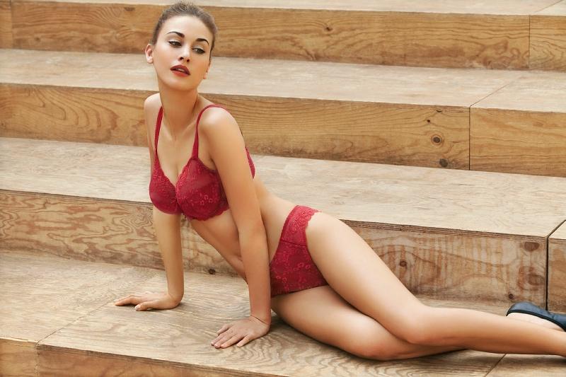 Zita Galgociova in lingerie