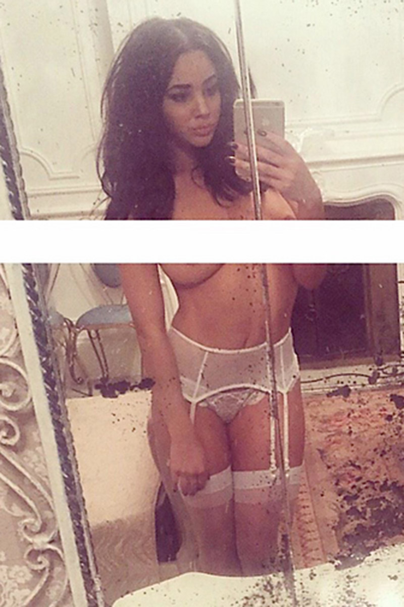 Courtnie Quinlan in lingerie taking a selfie